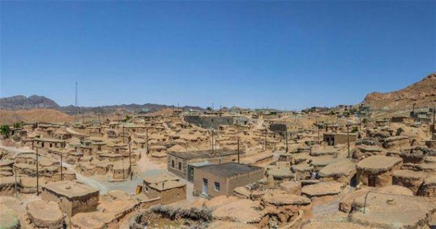 İran'ın Makhunik Köyü'nde de 100 yıl öncesine kadar boyları ortalama 1 metre olan insanların yaşadığı düşünülüyor. Elbette böyle düşünülmesinin pek çok sebebi var...