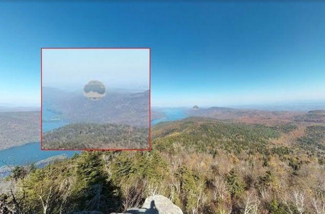 Google'ın popüler hizmetlerinden Street View'ı inceleyen meraklılar, bir bölgede UFO olabileceğini iddia ettiler. İşte o iddialara sebep olan görüntüler.