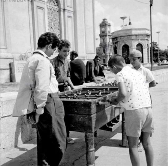 Langırt oynayan çocuklar, Dolmabahçe. •1965