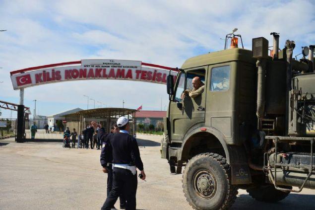 Zeytin Dalı Harekatı kapsamında Türkiye'nin çeşitli birliklerinden gönderilen askeri araçlar ile terör örgütünün kazdığı derin çukurları aşmak için kullanılacak köprüler sınıra gönderildi.