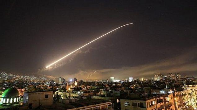 YIKIM ORTAYA KONULDU    <br><br>    ABD, İngiltere ve Fransa'nın Esed rejimine karşı düzenlediği operasyonun yankıları dünyada sürerken; yeni görüntüler ortaya çıkmaya devam ediyor. CNN International'ın edindiği uydu görüntüleri, vurulan bölgelerdeki yıkımı ortaya koydu.