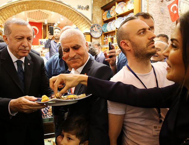 <p>  Cumhurbaşkanı Recep Tayyip Erdoğan, İstanbul Fatih&#39;te restore edilen Mısır &Ccedil;arşısı&#39;nın a&ccedil;ılış t&ouml;renine katıldı.&nbsp;</p>