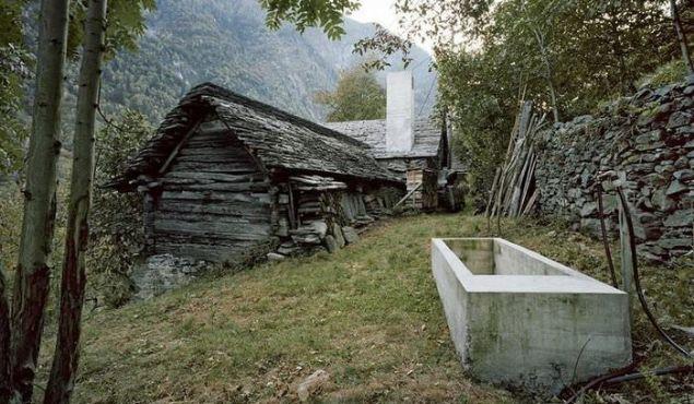 Karşınızda 200 yıllık bir dağ evi var. Bu evin dış görünüşüne aldanmayın...