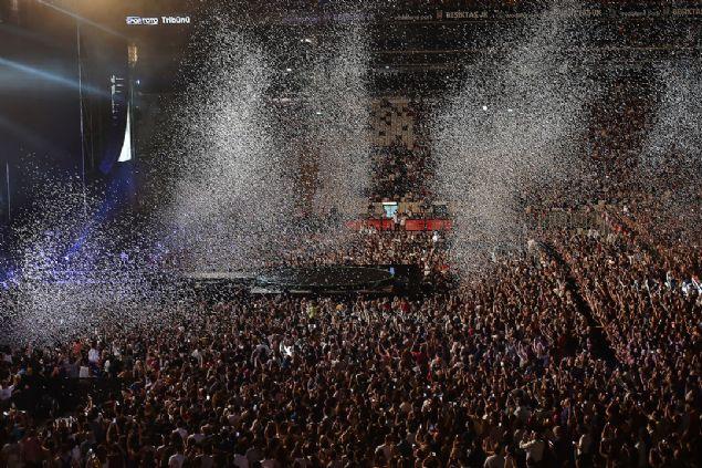 Shakira danslarıyla İstanbul'u salladı
