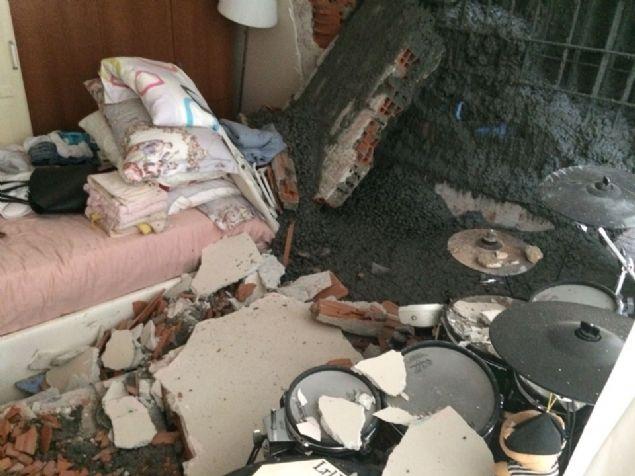 Ünlü oyuncunun evi beton altında kaldı