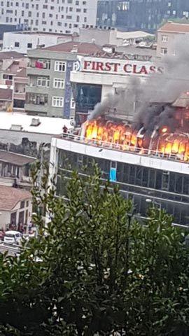 İkitelli'de plazada yangın