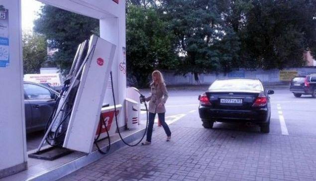 Benzin istasyonlarında yaşanan ilginç anlar