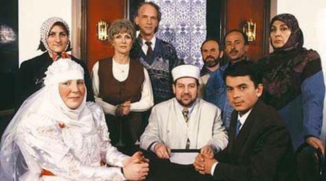 Sarah'ın ailesinin tüm ısrarlarına rağmen ikili aşklarından asla vazgeçmez ve Türkiye'nin gündemine oturan aşk evlilkle sonlanır. Sarah büyük aşkı Musa için Kahramanmaraş'a gelin gider ve Müslüman olur.