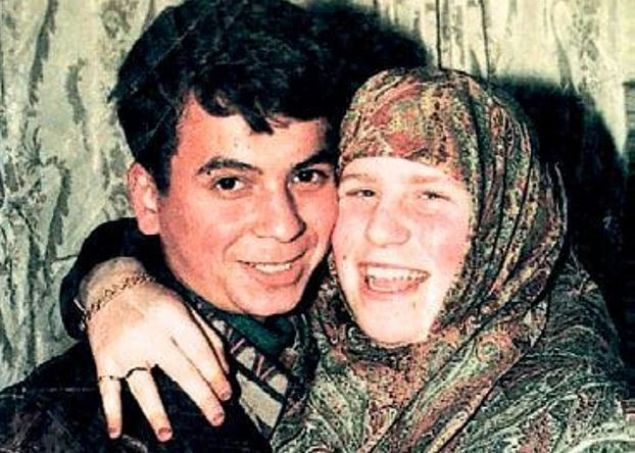Kahramanmaraşlı delikanlı Musa ve 13 yaşındaki İngiliz Sarah'ın yolları Alanya'da kesişir ve büyük aşk orada başlar.