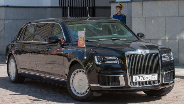 6. PUTİN'İN ZIRHLI LİMUZİNİ <br>    Rusya Abu Dabi'deki fuara, Devlet Başkanı Putin'in de kullandığı 'Aurus' zırhlı limuzinlerini tanıtıyor.