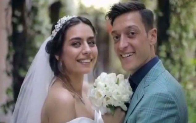 Amine Gülşe ve Mesut Özil evlendi! Düğüne ünlü akını oldu