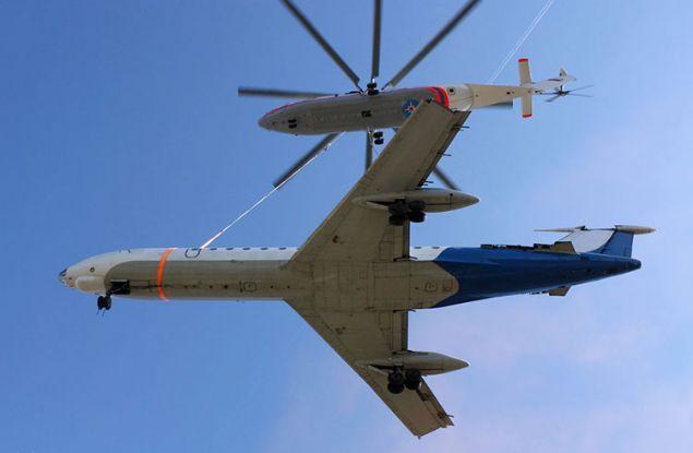 Dev helikopter koca bir yolcu uçağını bile rahatlıkla taşıyabiliyor.