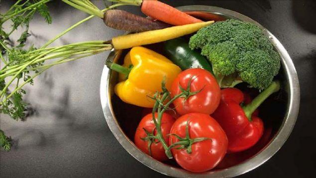 Meyve ve sebzeleri temizlemek için bu yöntemi kullanın!