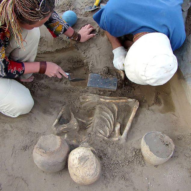 Arkeologlar bile şaşırdı! 2100 yıllık iPhone bulundu