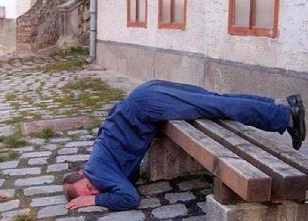 Her yerde uyuyabilen insanların komik halleri