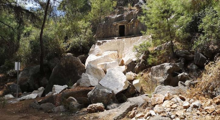 2 bin 500 yıllık mezarı patlatmışlar!