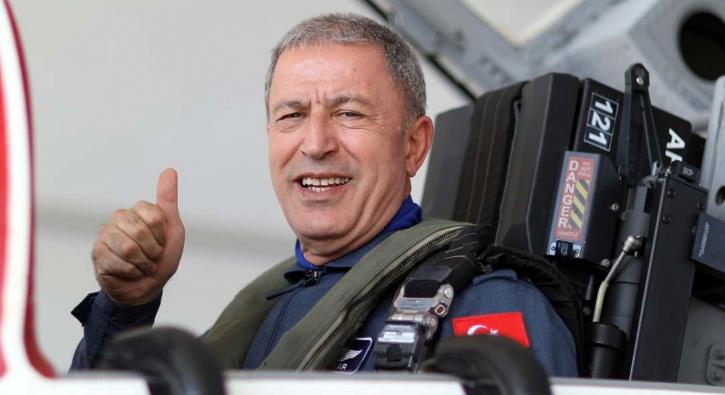 Milli Savunma Bakanı Hulusi Akar 'Ege Denizi' üzerinde uçtu