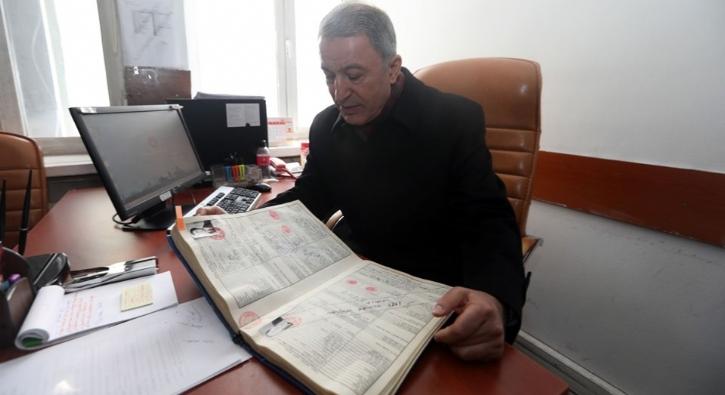 Milli Savunma Bakanı Akar 37 yıl sonra aynı makam odasında