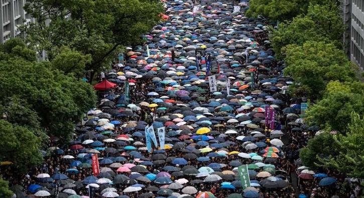 Büyük protestolara neden olmuştu! Hong Kong geri adım attı