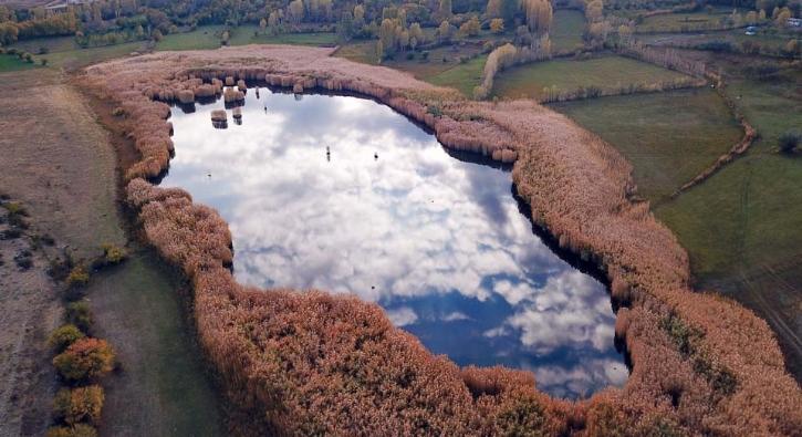 İşte sonbaharda kartpostallık manzaralar sunan o göl