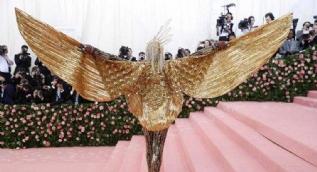 Dünyaca ünlü isimler akın etti! 'Met Gala' görsel şölene döndü...