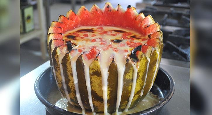 Osmanlı sarayının en gözde tatlısı! Karpuzda pişiriliyor
