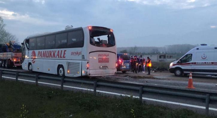 Sakarya'da yolcu otobüsü devrildi: Çok sayıda yaralı var