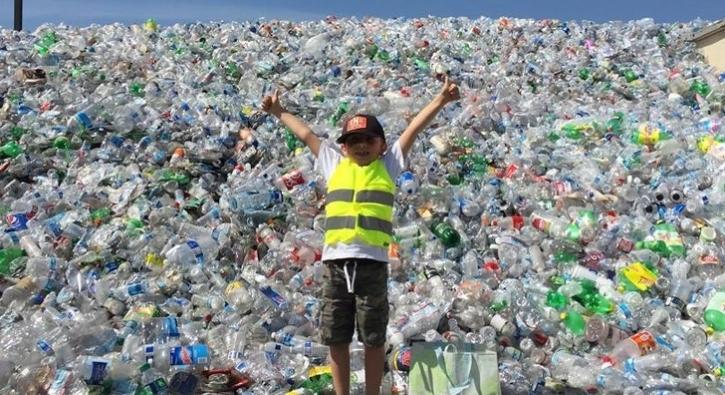 9 yaşında, 500 binden fazla kutu ve şişe topladı