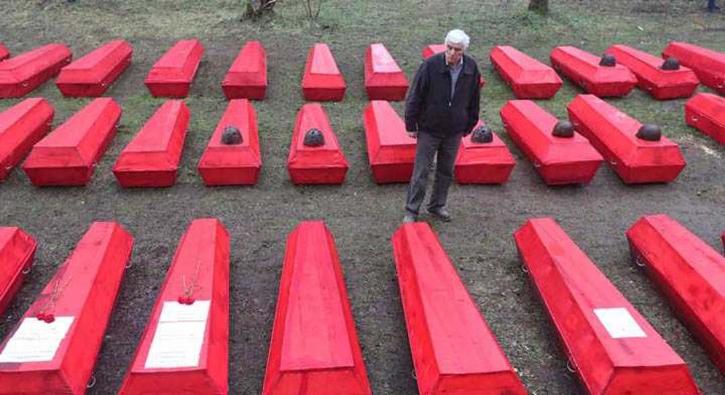Gönüllüler buldu! 714 asker kırmızı tabutla gömüldü...