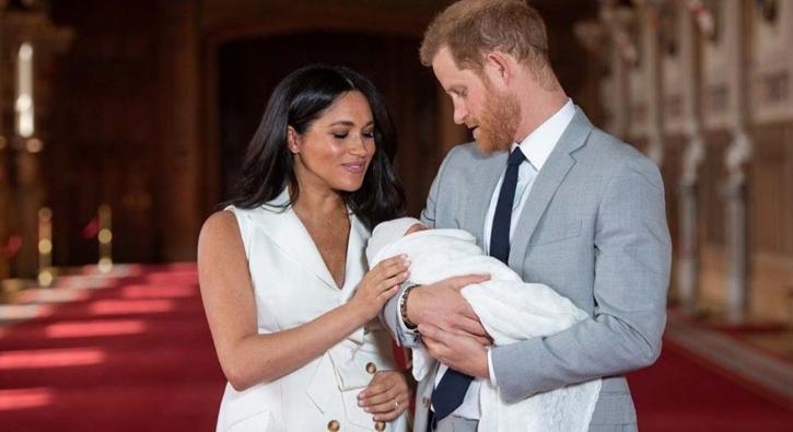 Dünya bunu bekliyordu! İşte meşhur bebeğin ilk fotoğrafı...