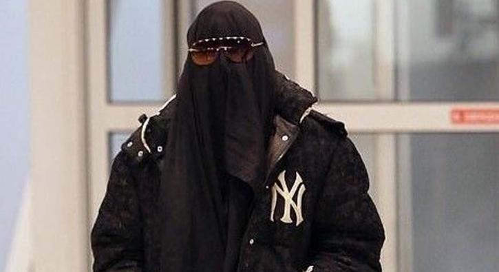 Dünya starı havaalanına burka ile girdi