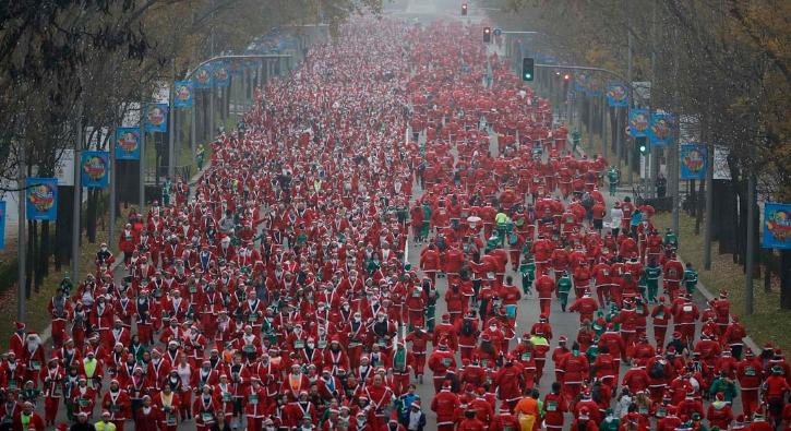 Binlerce Noel Baba, Madrid sokaklarında koştu