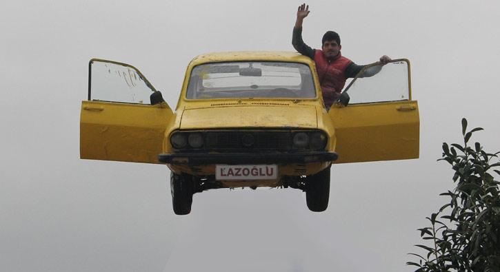 Saka Degil Gercek Bu Araba Havada Foto Galeri Star