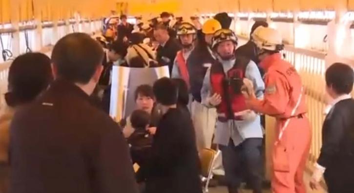Feribot 'deniz canlısına' çarptı, en az 80 kişi yaralandı
