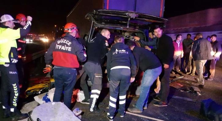 TEM'de feci kaza: 5 kişi hayatını kaybetti