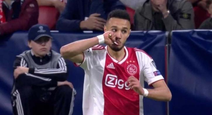 Müslüman futbolcular maç esnasında oruçlarını açtı