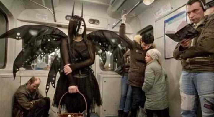 Dünya metrolarında görülen en garip yolcular