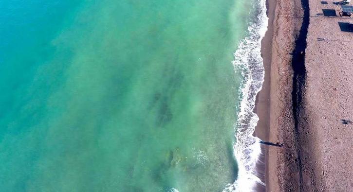 Kıyıya 3 metre çekildi, ilginç görüntü oluşturdu