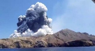 Yeni Zelanda'da Whaakari Yanardağı patladı: 5 ölü