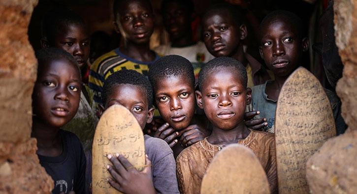 Mali'de günlük yaşam: Çocuklar tahta tabletlere sure ve dualar yazıyor