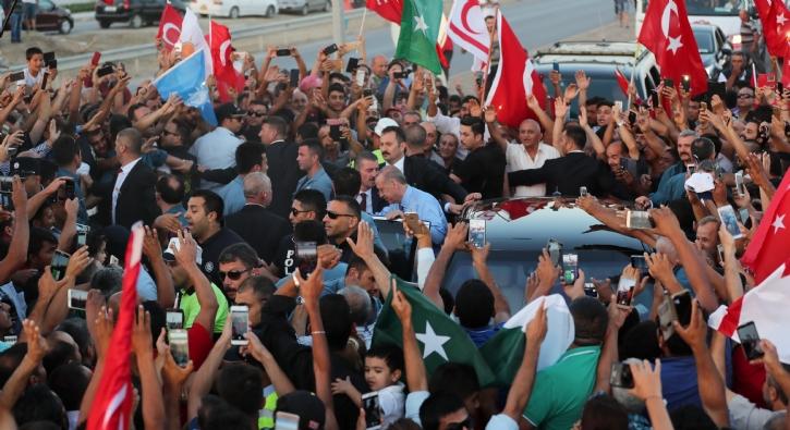 Başkan Erdoğan'a Kıbrıs'ta sevgi seli