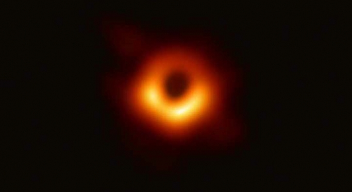 Bilim tarihinin ilk 'kara delik' fotoğrafı paylaşıldı