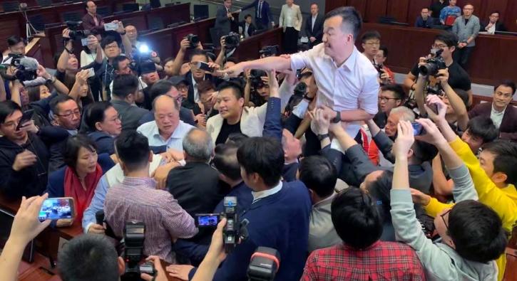 Yok böyle kavga... Milletvekilleri birbirine girdi