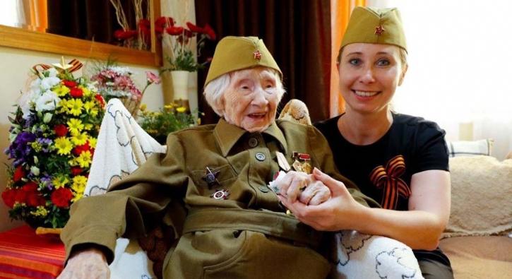 98 yaşındaki savaş kahramanı, madalyalarından ayrılmıyor