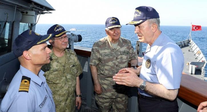Bakan Akar ve komutanlar Doğu Akdeniz'de: Gücümüzü kimse test etmesin