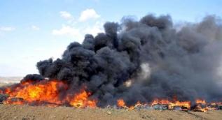 Dumanlar her yeri sardı! Yüzlercesini ateşe verdiler...