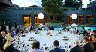 Erdoğan'ın iftar yemeğine ünlüler akın etti!