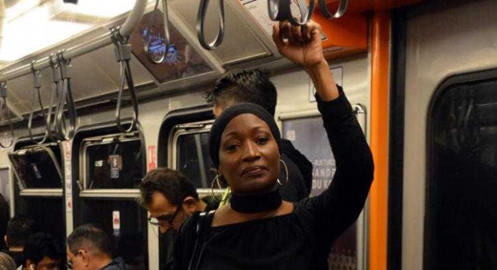 'Selamünaleyküm Türkiye' dedi, metroya bindi