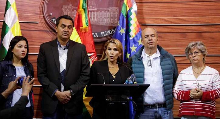 Bolivya'da son durum: Kendini başkan ilan etti!