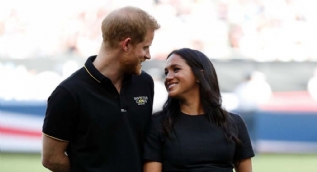 Prens Harry ve Meghan Markle'a Elton John'dan destek